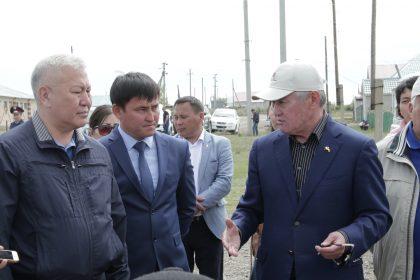 Қарғалы ауданының тұрғындары Бердібек Сапарбаевтан кабинетте қанша уақыт өткізетінін сұрады