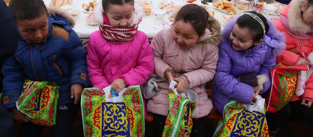 Наурыз-2018: Сапарбаев шын жаңа жылды алдымен балаларға сездіре бастады